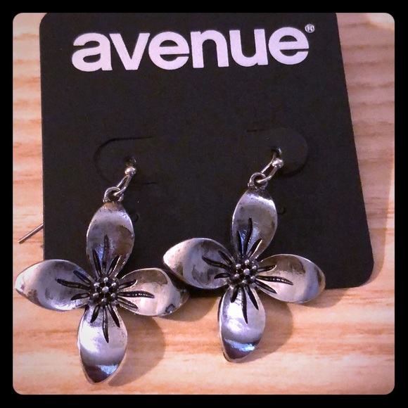 Avenue Jewelry - Two silver tone earrings from Avenue that dangle.